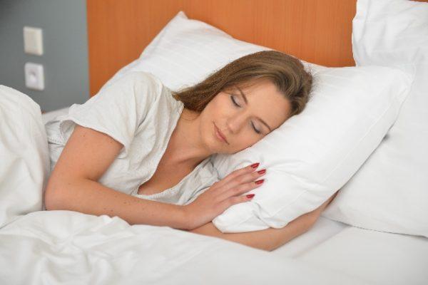 イライラし疲れてぐっすり寝ている人