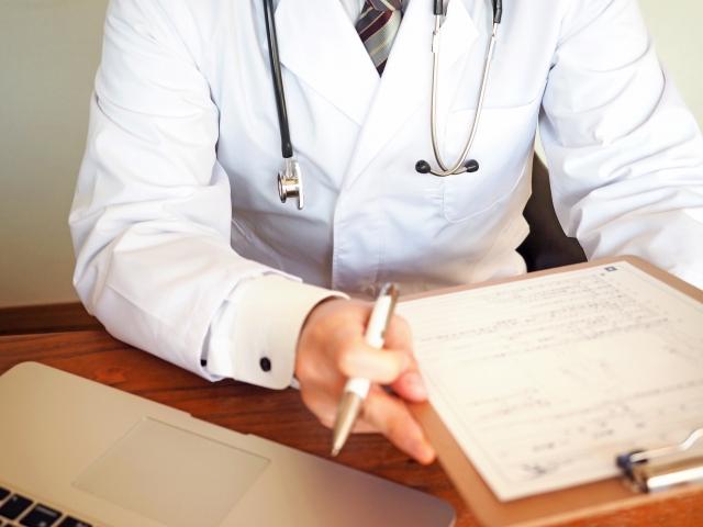 認知行動療法中の医者